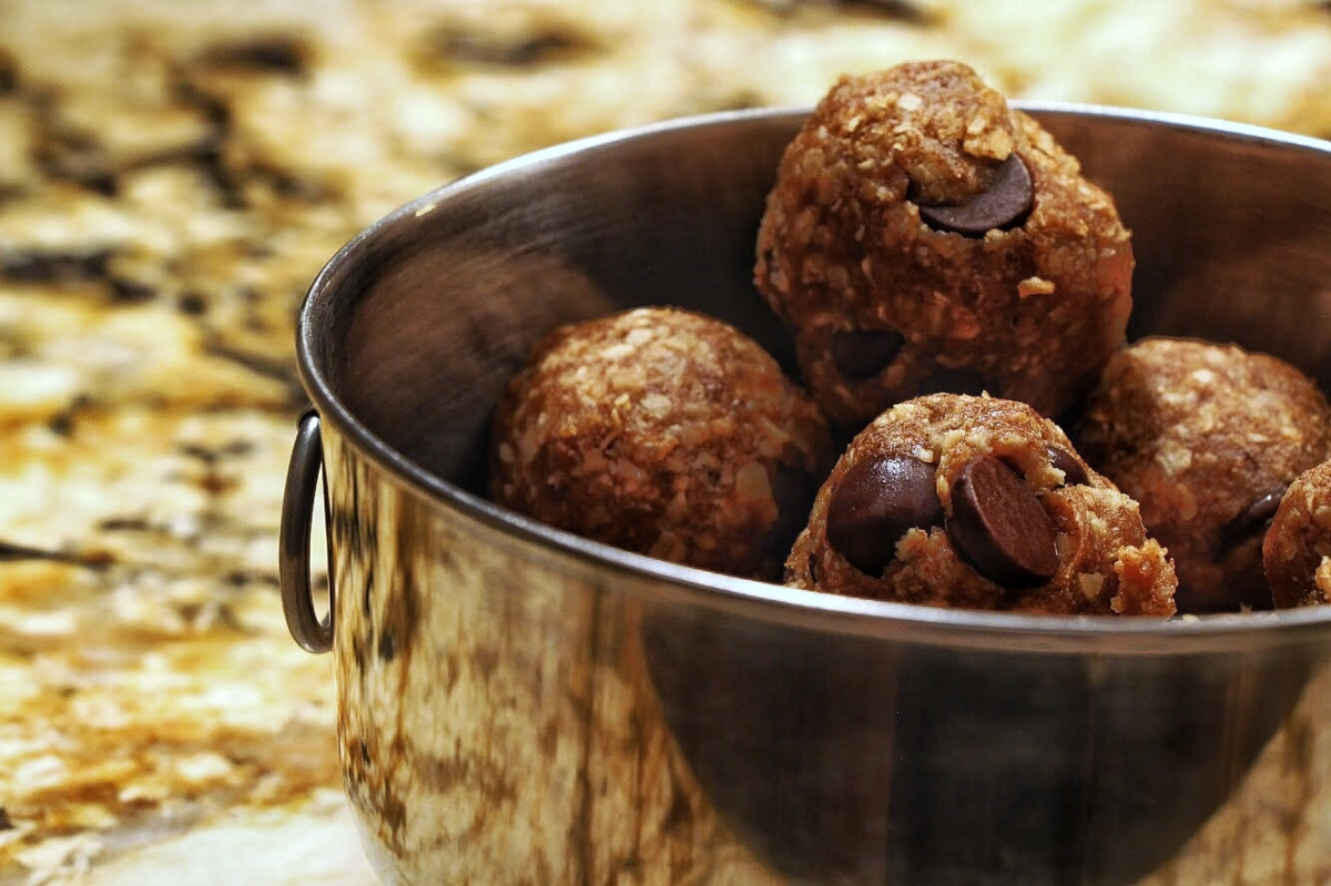 Recipe: Chocolate Peanut Butter Protein Balls